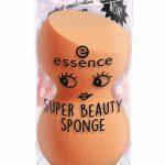 Lepotni izdelki iz kolekcije kozmetike Essence