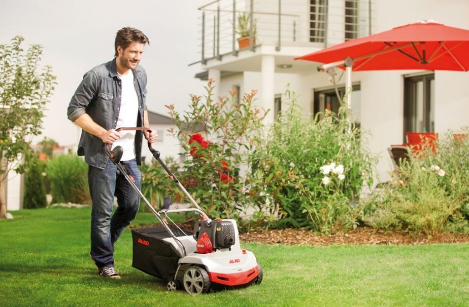 S prezračevalnikom trave vsaj enkrat letno prezračite travnate površine